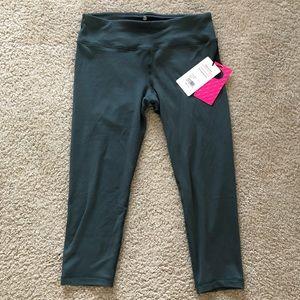 NWT Green Activewear Crop Leggings XL